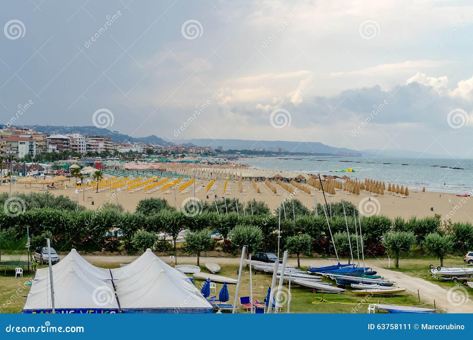 Pescara Strand strand av pescara på adriatiskt havet italien fotografering för