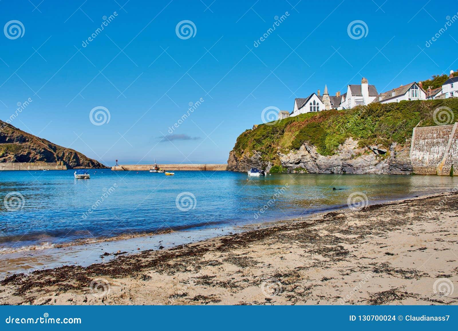 Strand av port Isaac, ett fiskeläge i norr Cornwall, England
