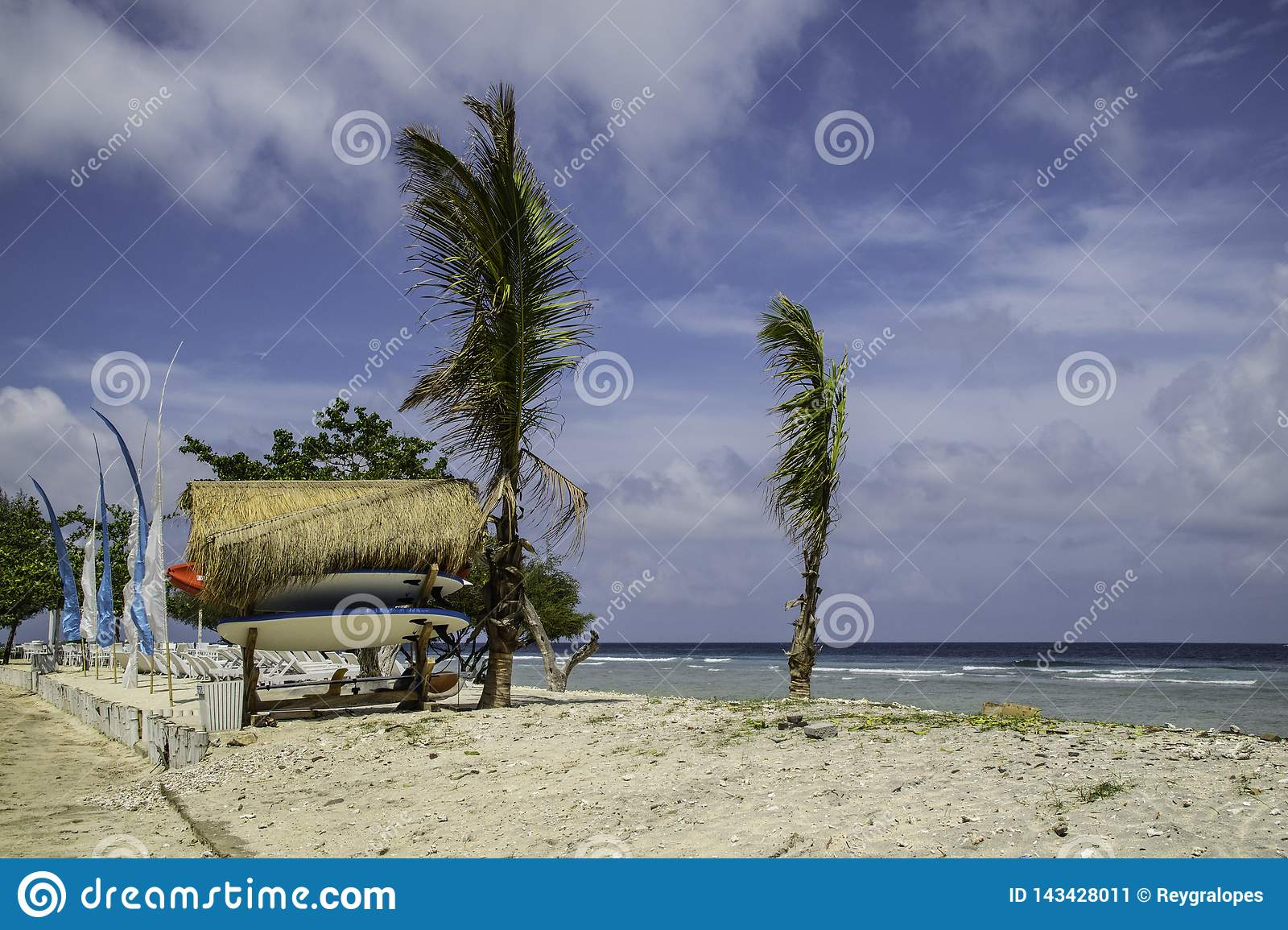 Strand in der Surfbrettmiete Balis Indonesien