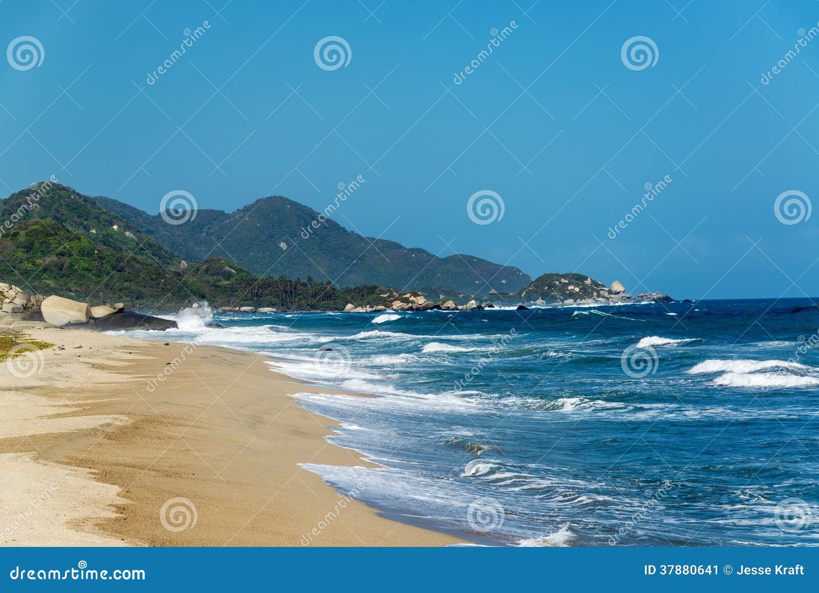 Strand en Blauwe Golven