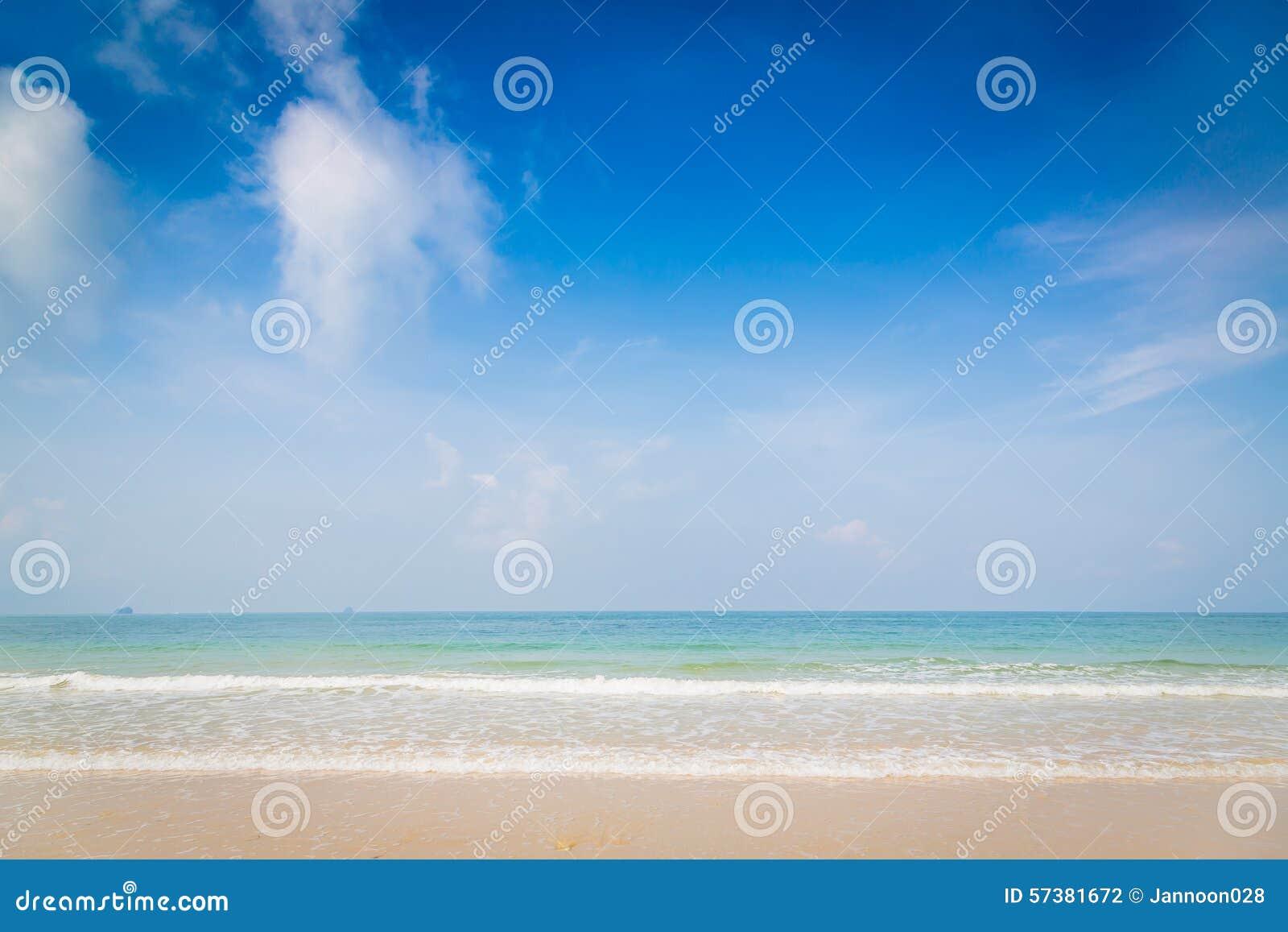 Strand en tropische overzees