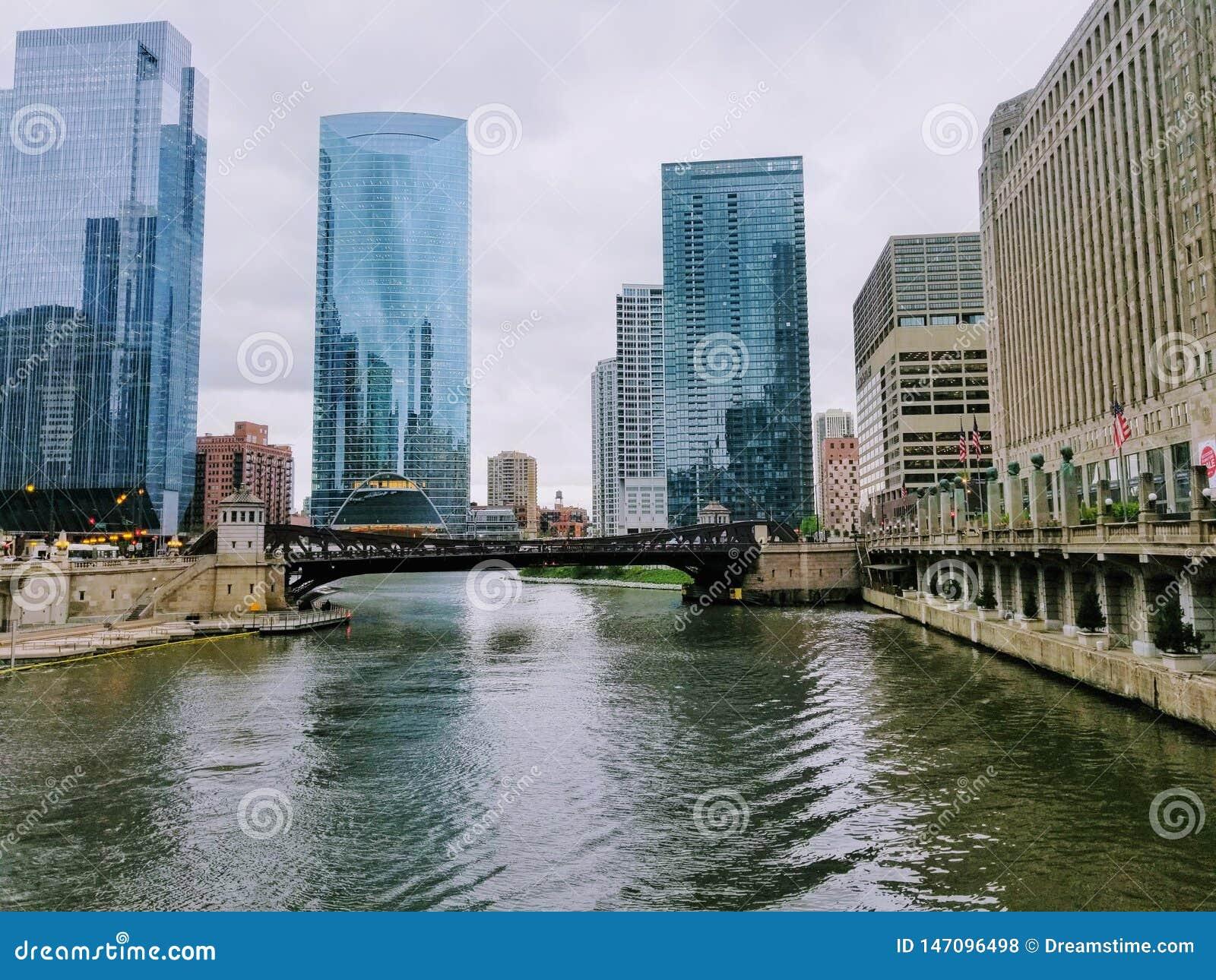 Strand g?r i staden av Chicago USA