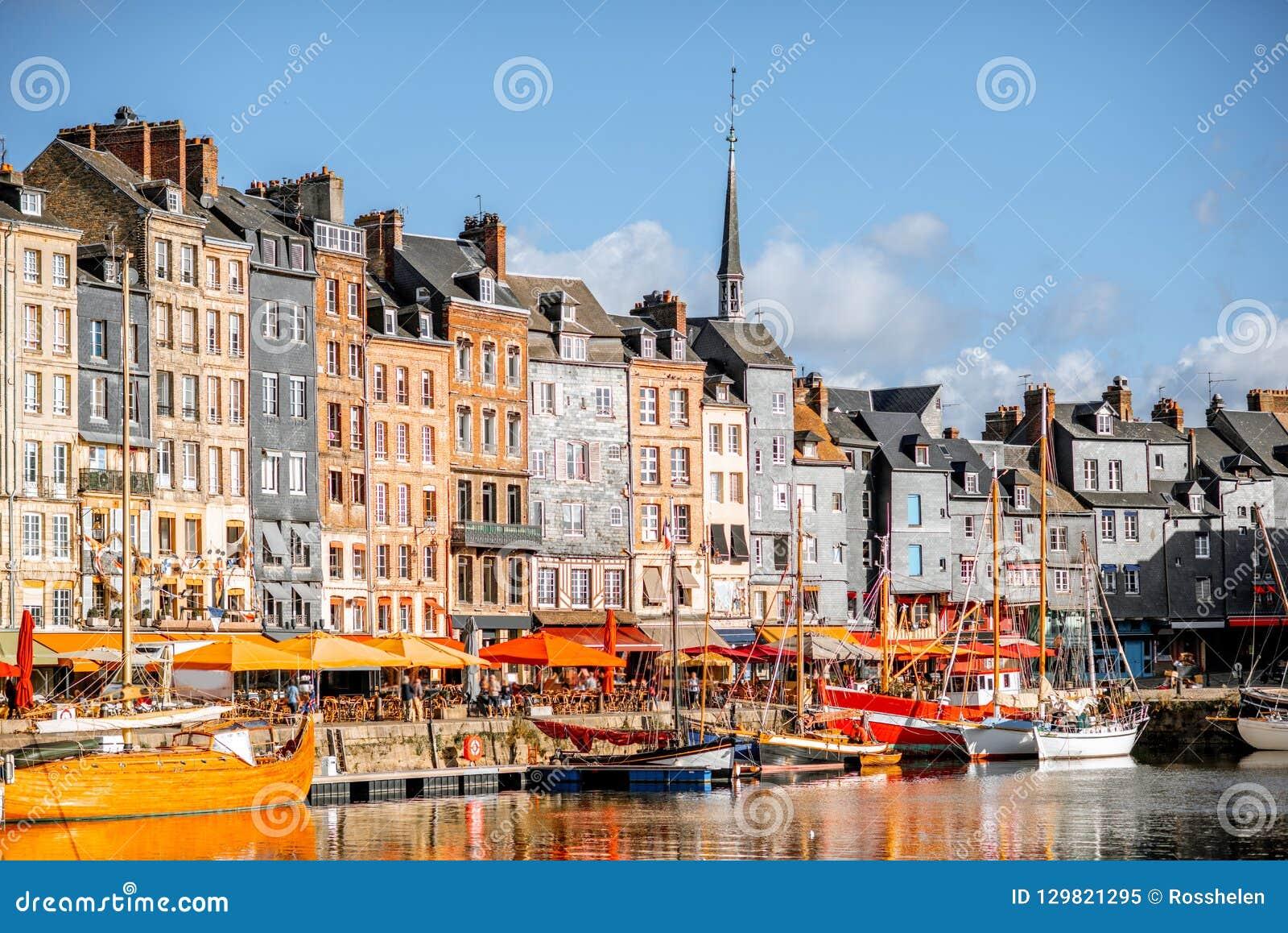 Strand i den Honfleur staden, Frankrike