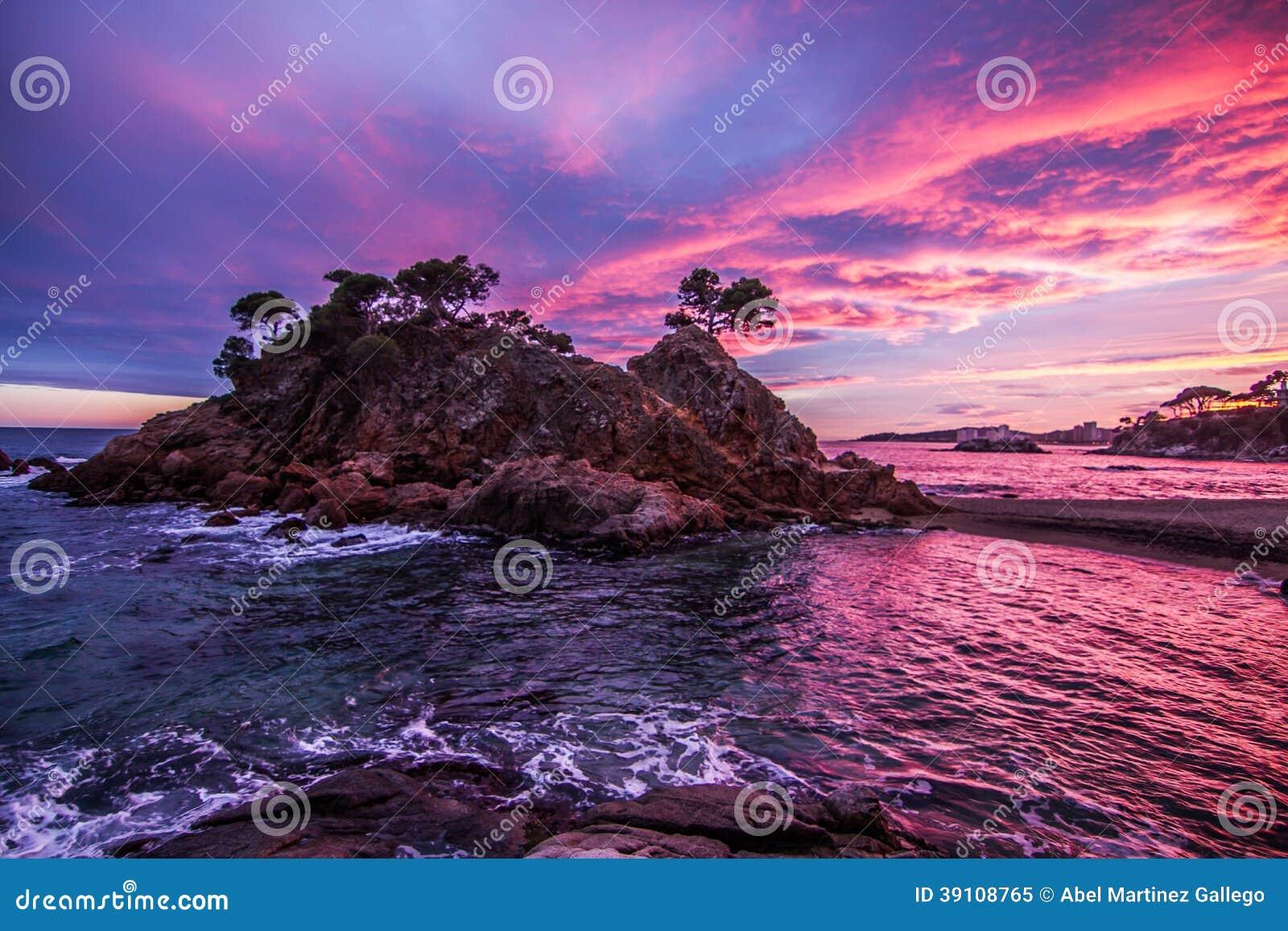 Strand met mooie hemel