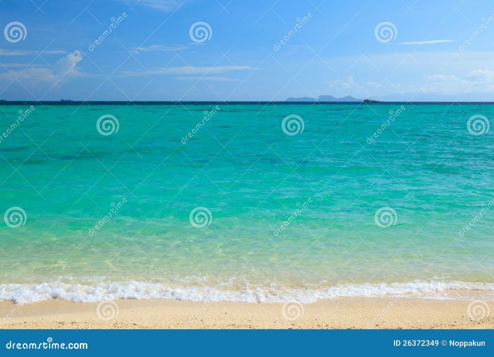 Strand und blaues Meer