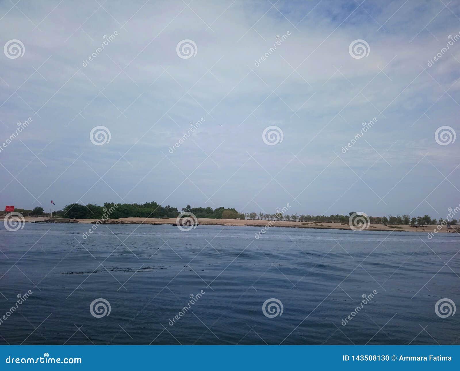 Strand van Abu Dhabi, visserijgezicht, zonsondergangpunt