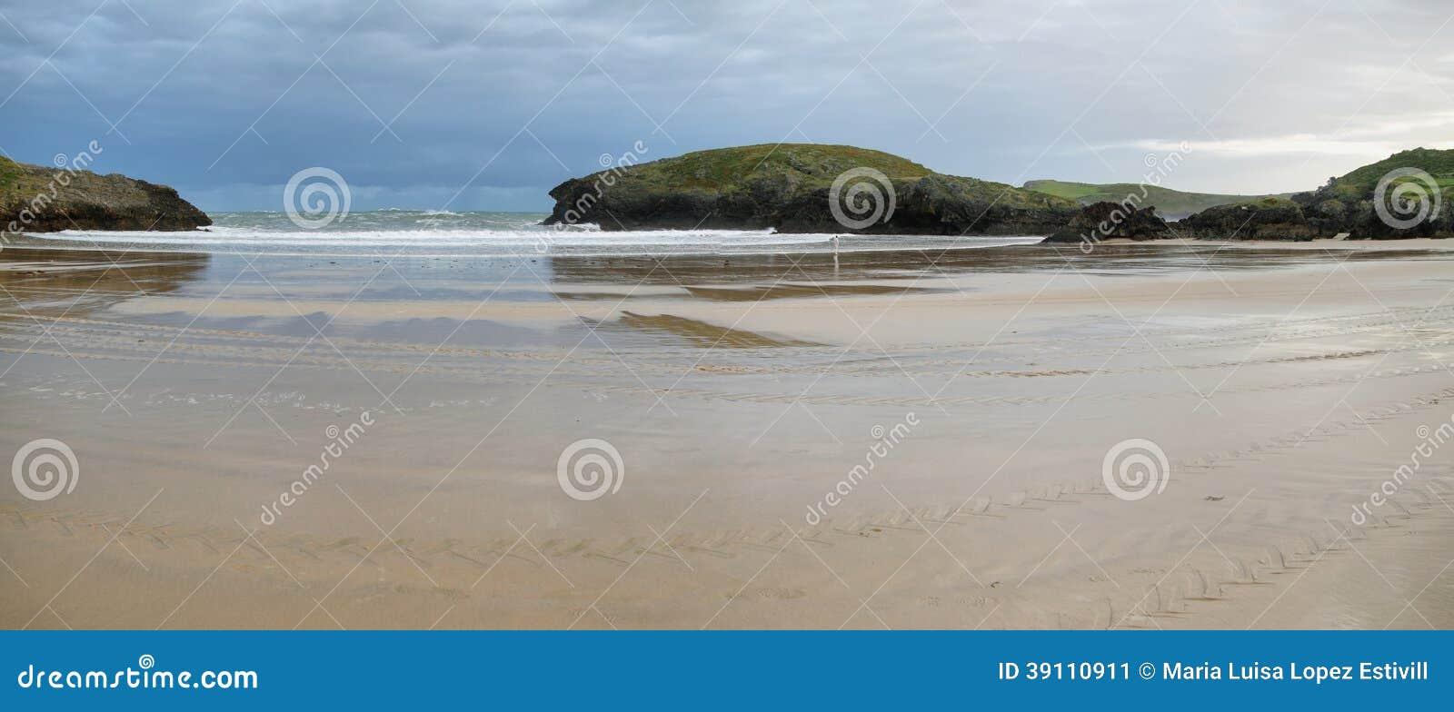 Strand van Barro dichtbij Llanes dorp