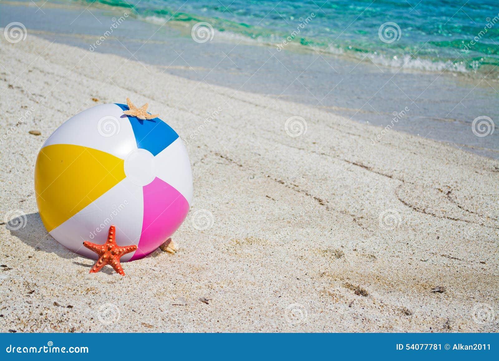 Strandbal met zeester