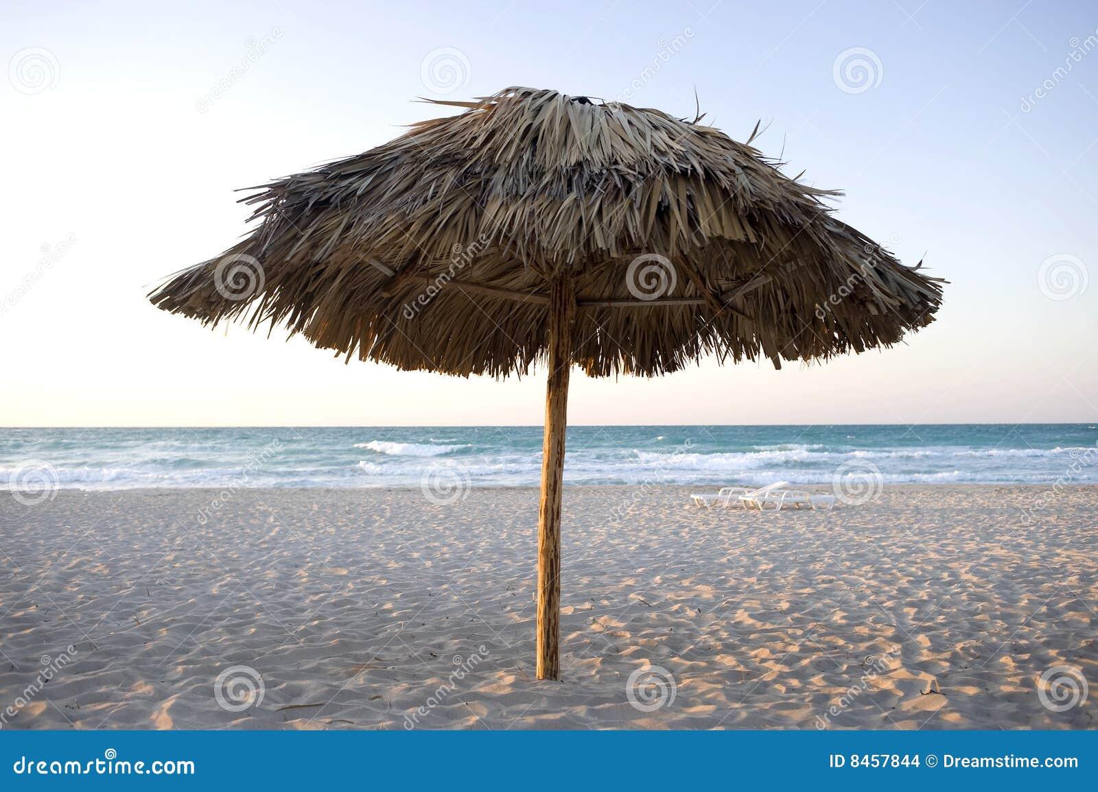 Strandcuba lone umbrealla varadero
