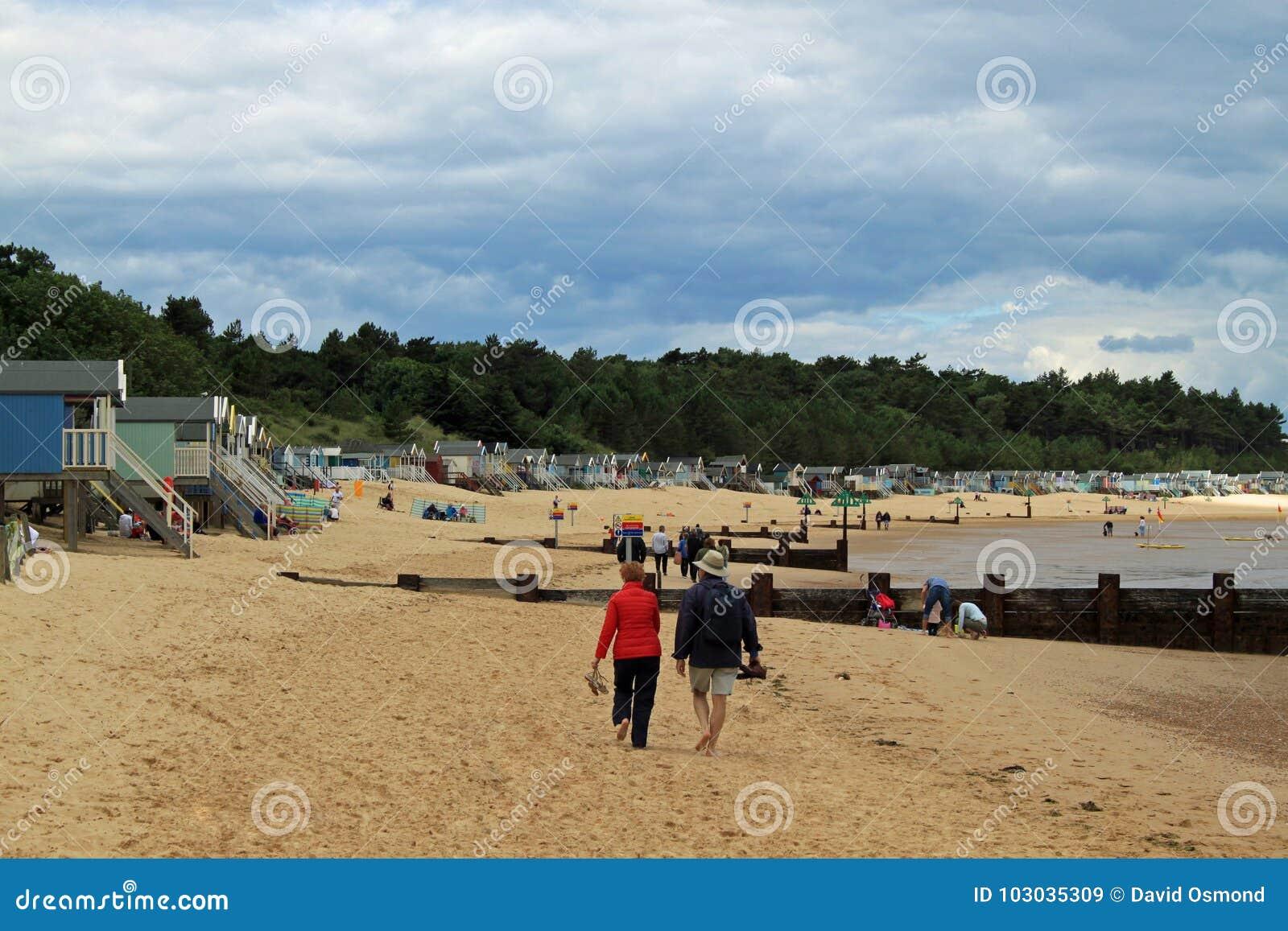 Strandhus på Brunn-nästa--havet