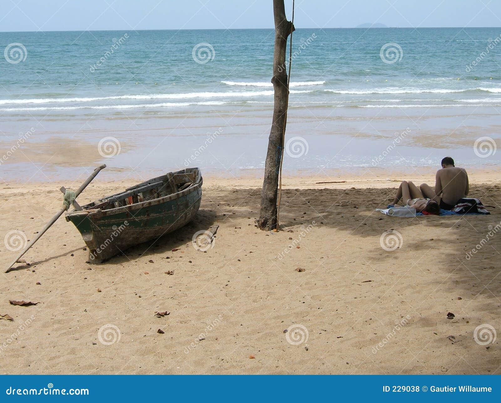 Strandpar som tycker om