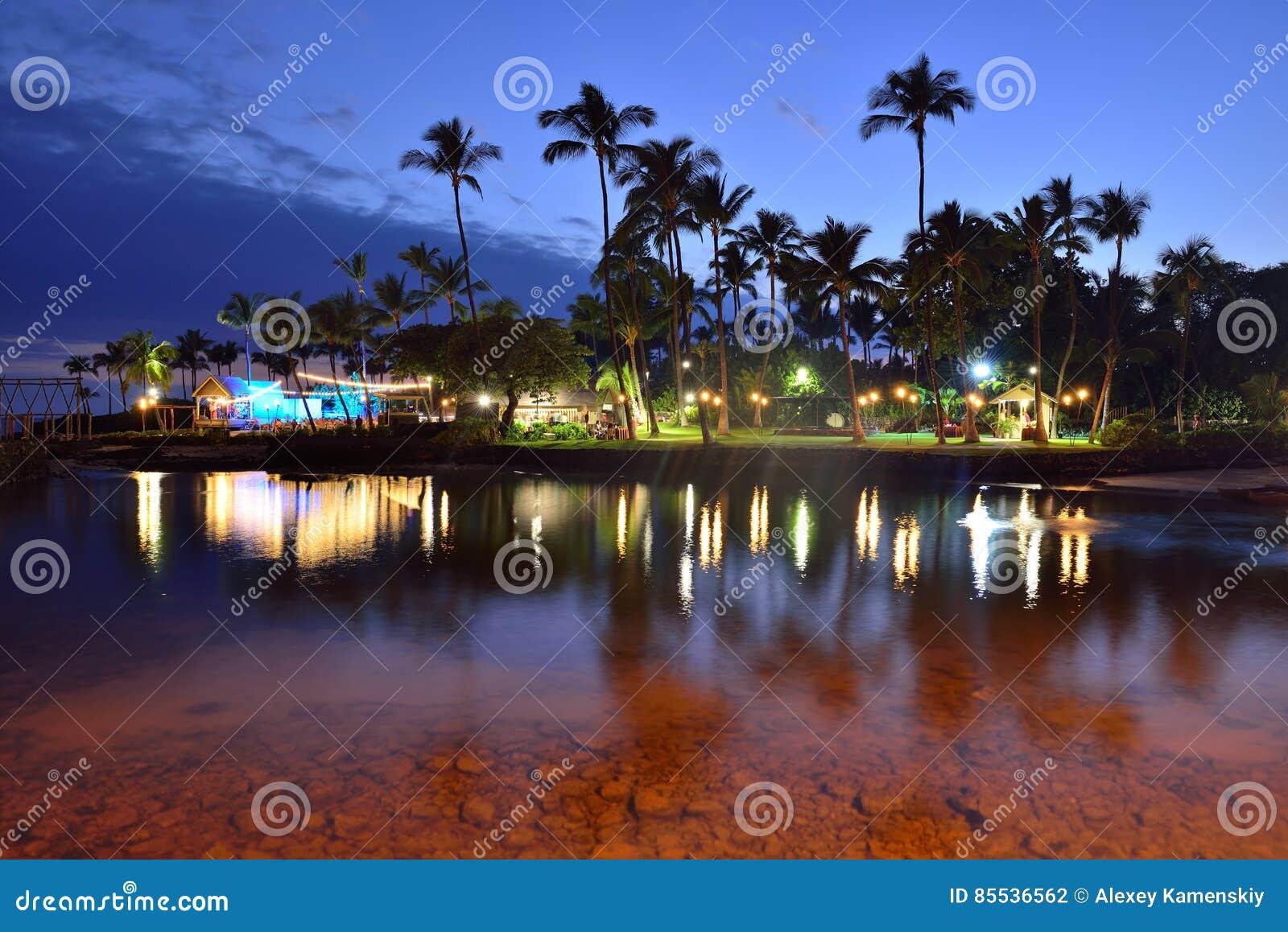 Strandparty Luau in Hawaii nach Sonnenuntergang