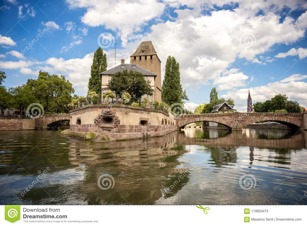 Strasbourg, ponte medieval Ponts Couverts no ` de Petite France do ` da área de turista Alsácia, France