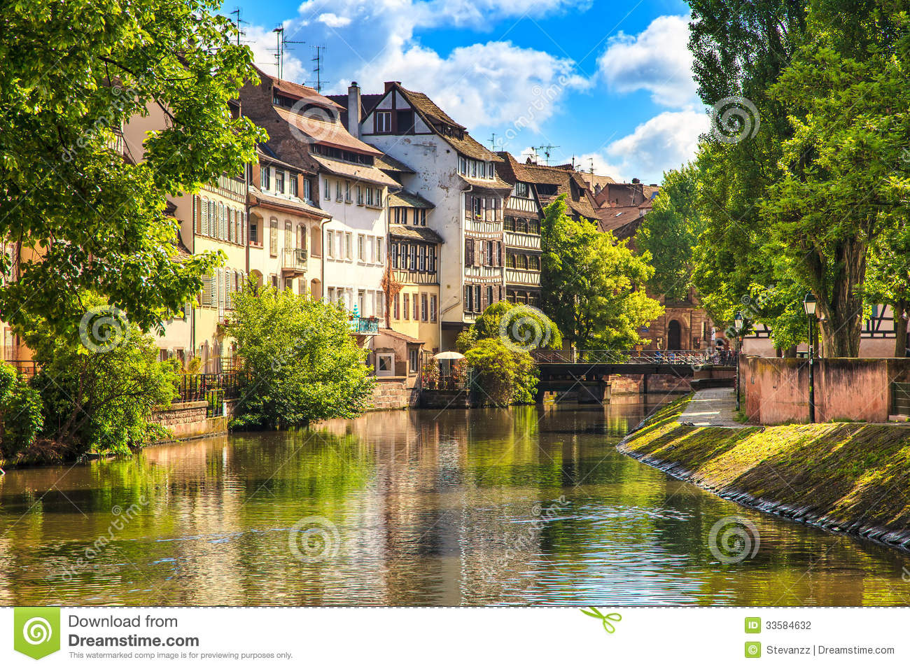 Strasbourg water canal in petite france area unesco site for Alsace carrelage strasbourg