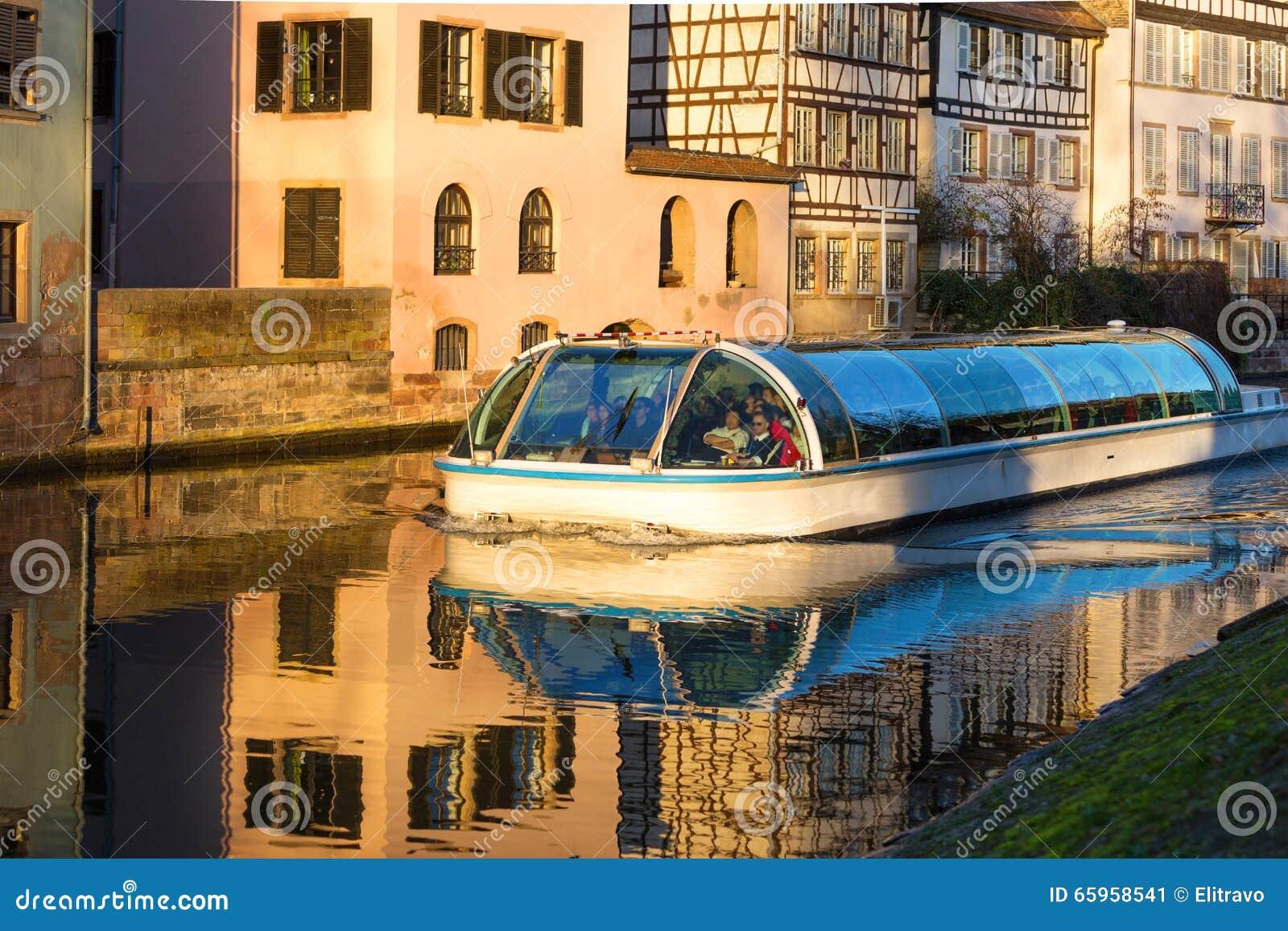 Strasburg, wodny kanał w Małym Francja terenie Połówka cembrujący hou