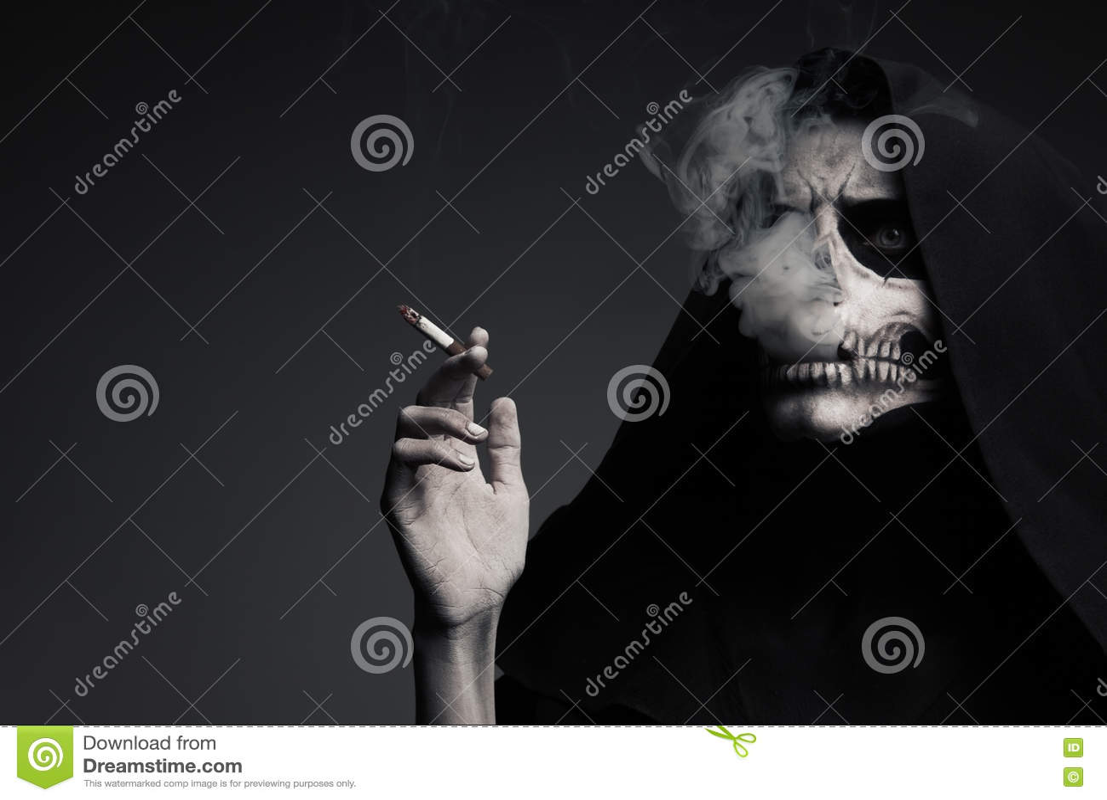 Straszna śmierć Robi chmurze dymu