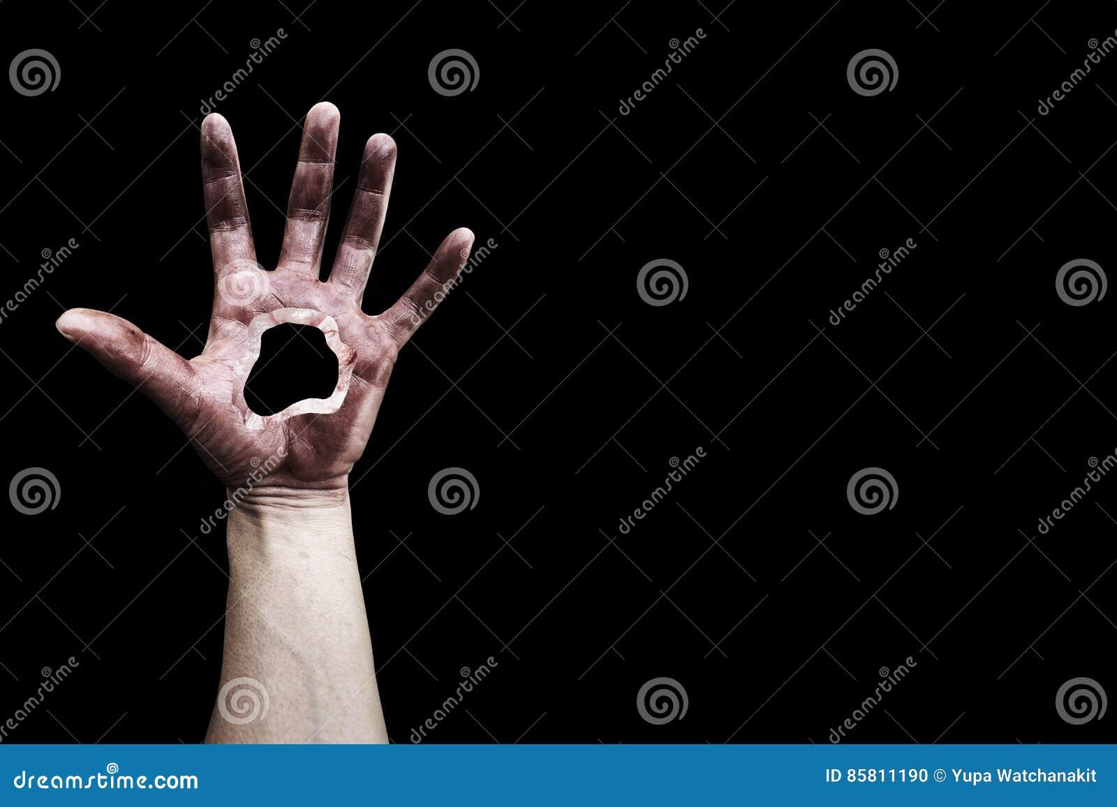 Straszna ręka z dziurą