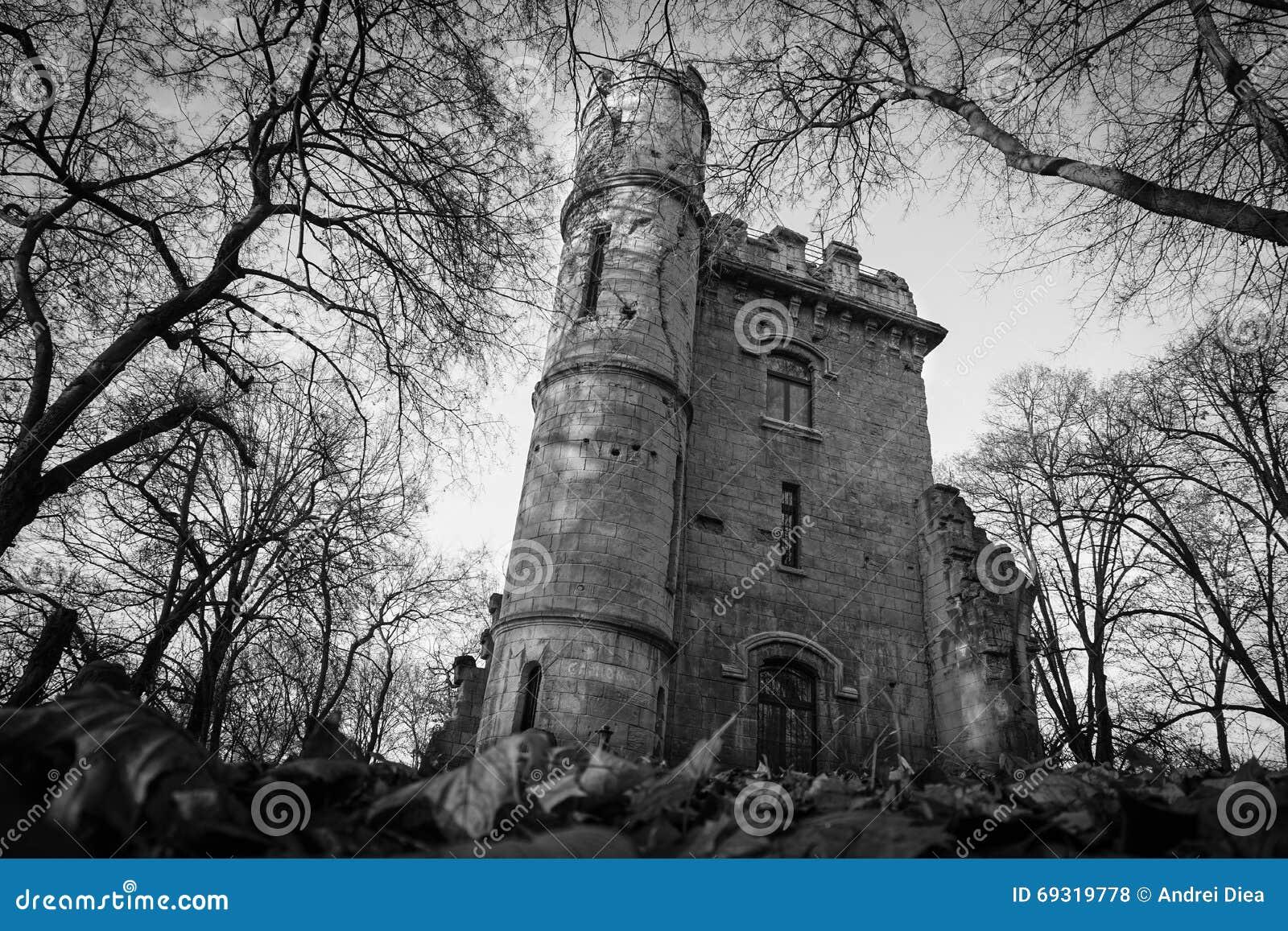 Straszny grodowy ruiny Nicolae Romanescu park Craiova Rumunia