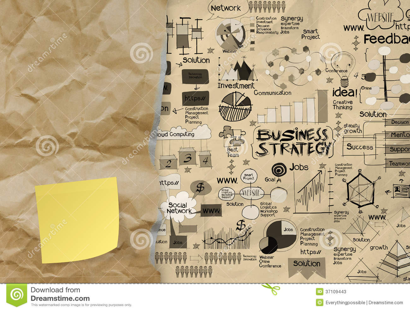 Strategia biznesowa na zmiętym papierowym kopertowym tle