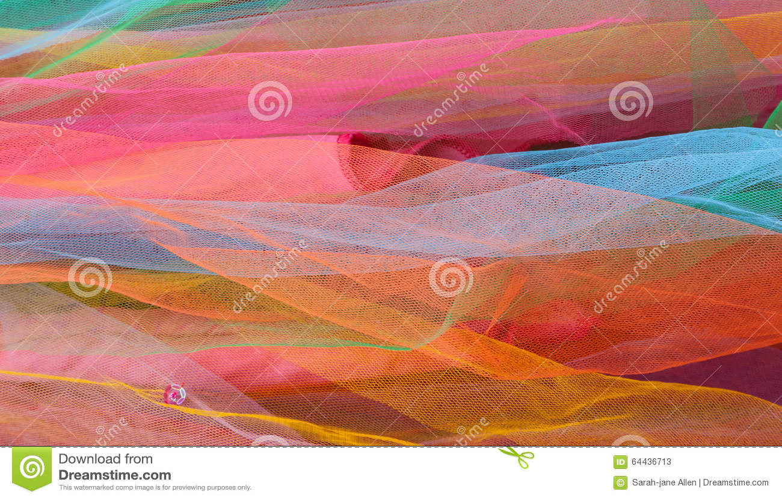 Strati del reticolato variopinto luminoso di Tulle con lo zecchino rosa