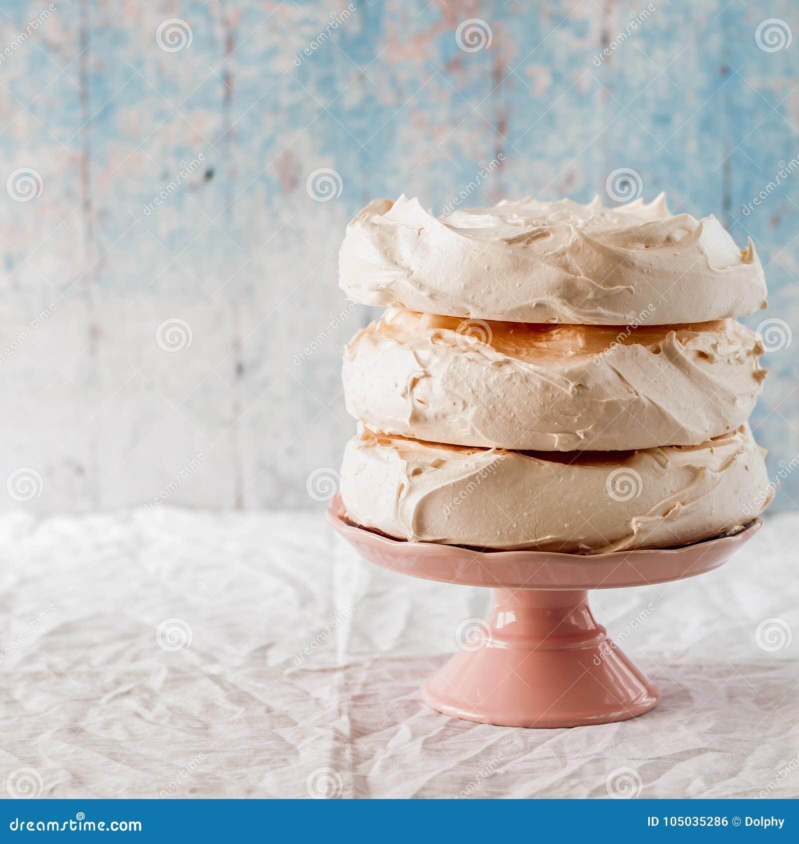 Strati della meringa per il dolce di Pavlova