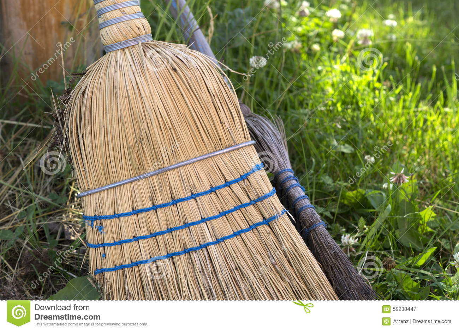 Download Straw Brooms imagen de archivo. Imagen de cerda, retro - 59238447