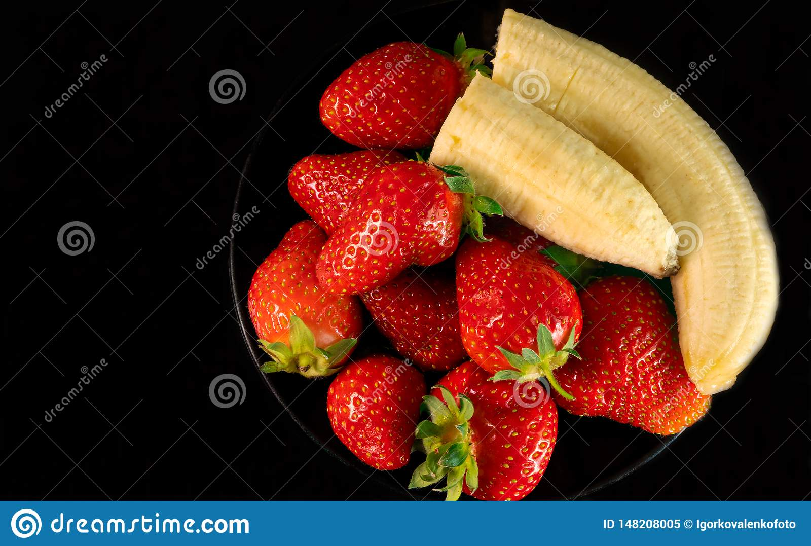 Strawberries and bananas are on the table
