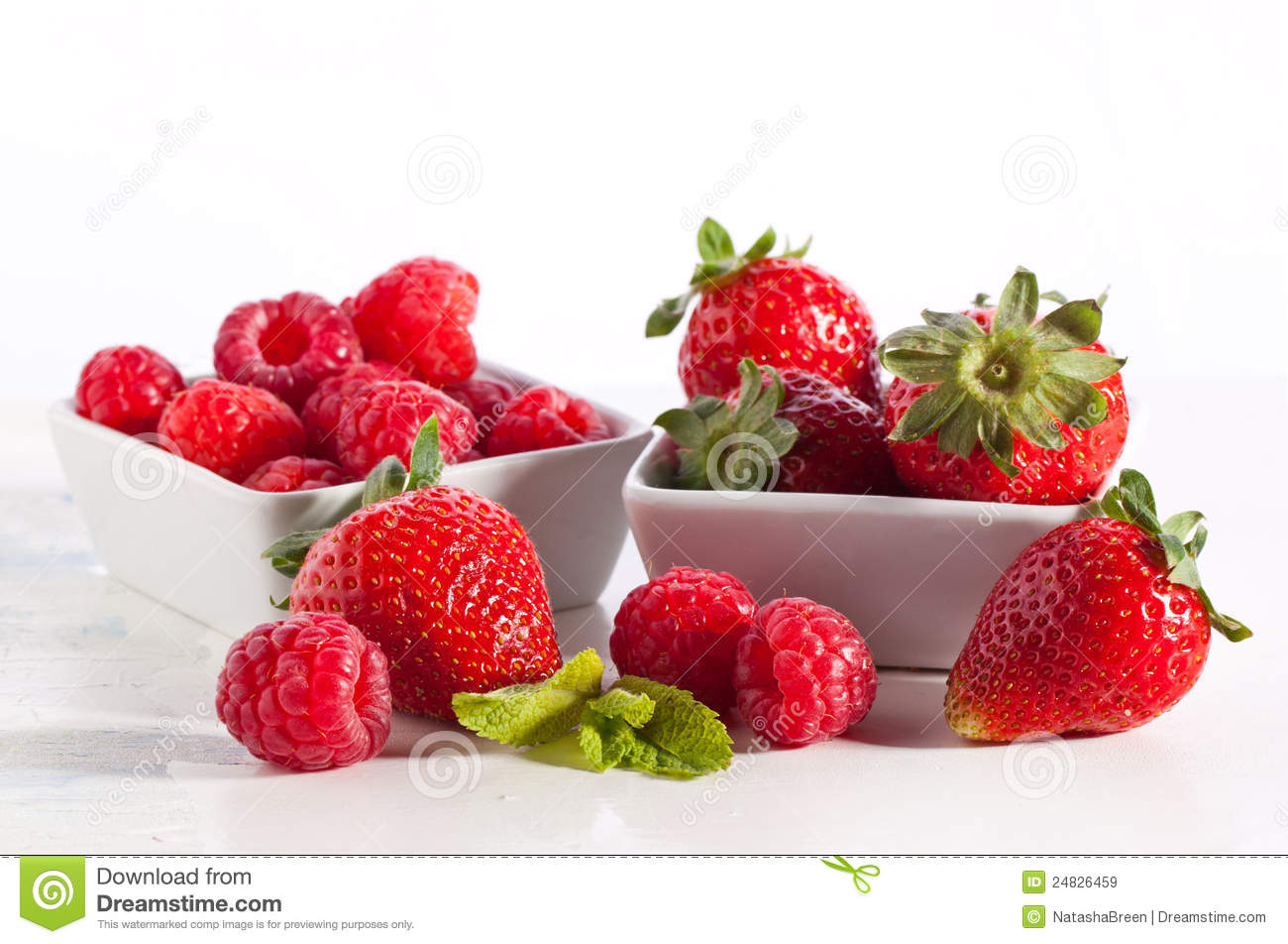 Strawberries And Raspberries Royalty Free Stock Images - Image ...