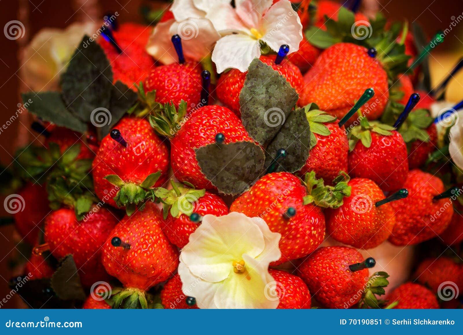 Strawberriy på en pinne, tabellgarnering