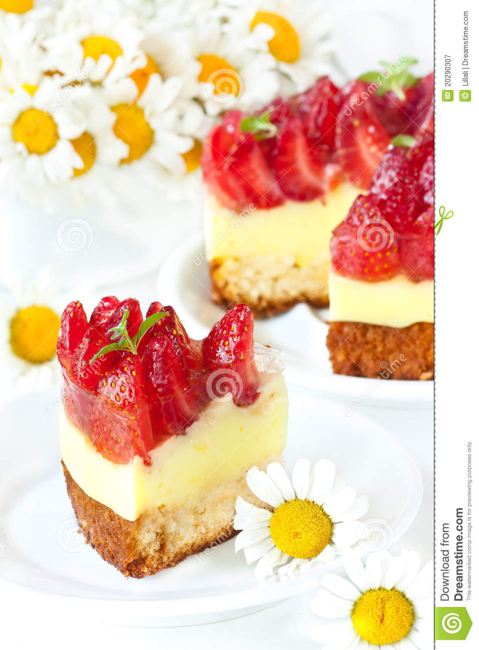Strawberry Cake Images Free Download : Strawberry Cake. Royalty Free Stock Photography - Image ...