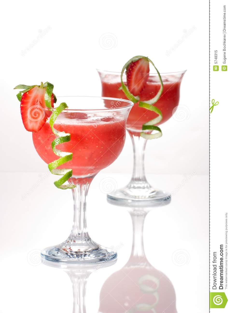 Strawberry daiquiri most popular cocktails serie royalty for Cocktail daiquiri
