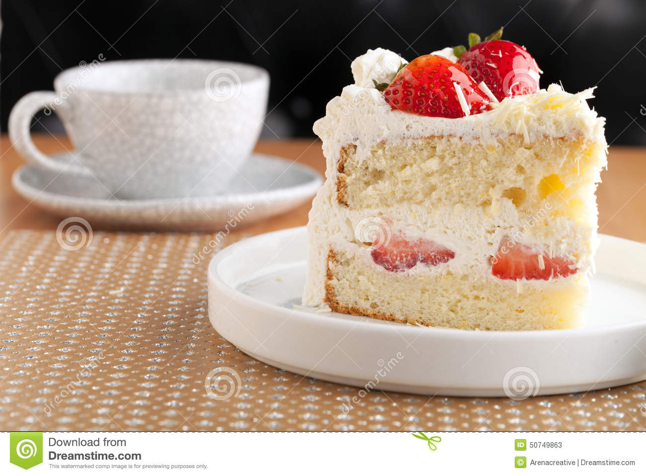 Strawberry And White Chocolate Sponge Cake Recipe