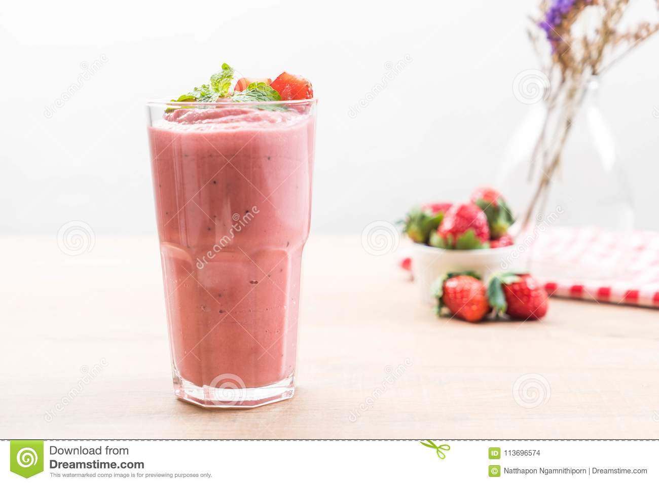 strawberry smoothies milkshake