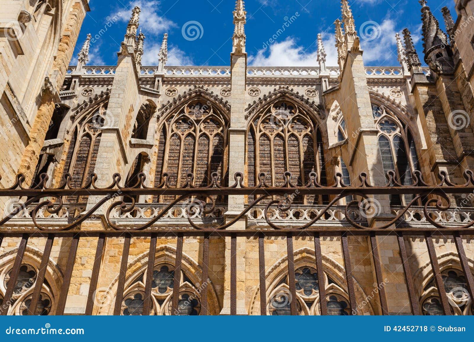 Strebewerk führt in der Kathedrale von Leon Spain einzeln auf