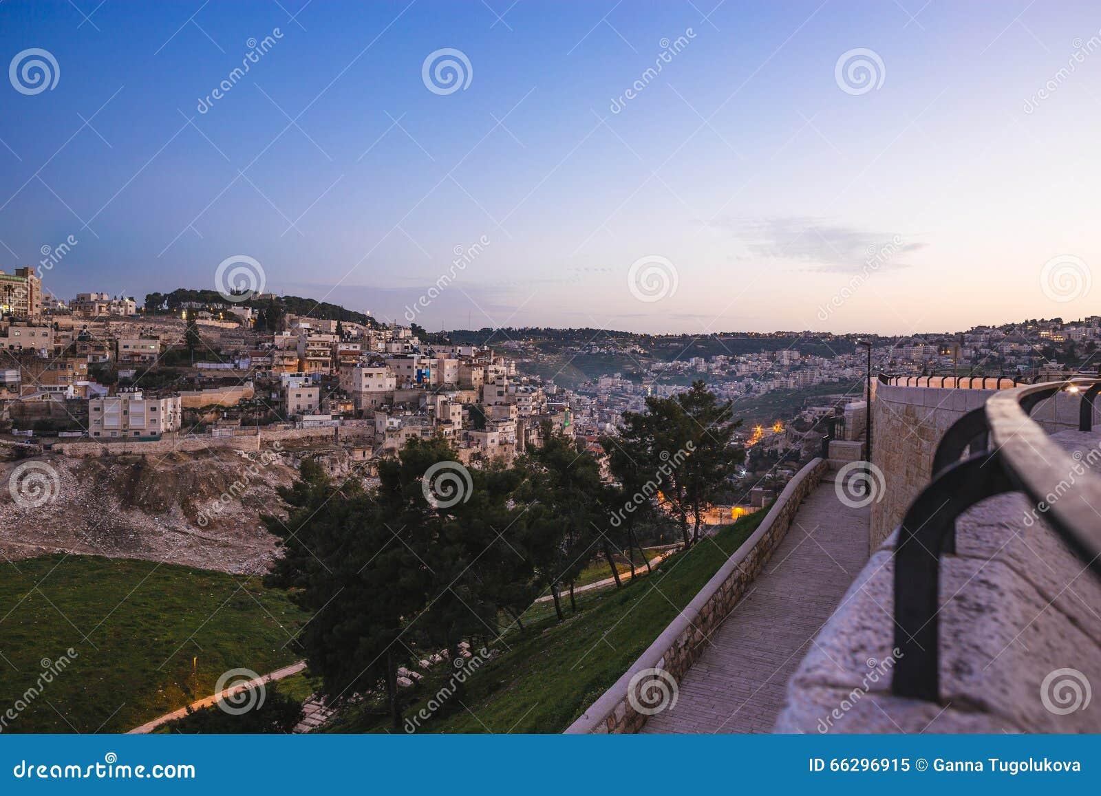 Streeo av den gamla staden Jerusalem på natten