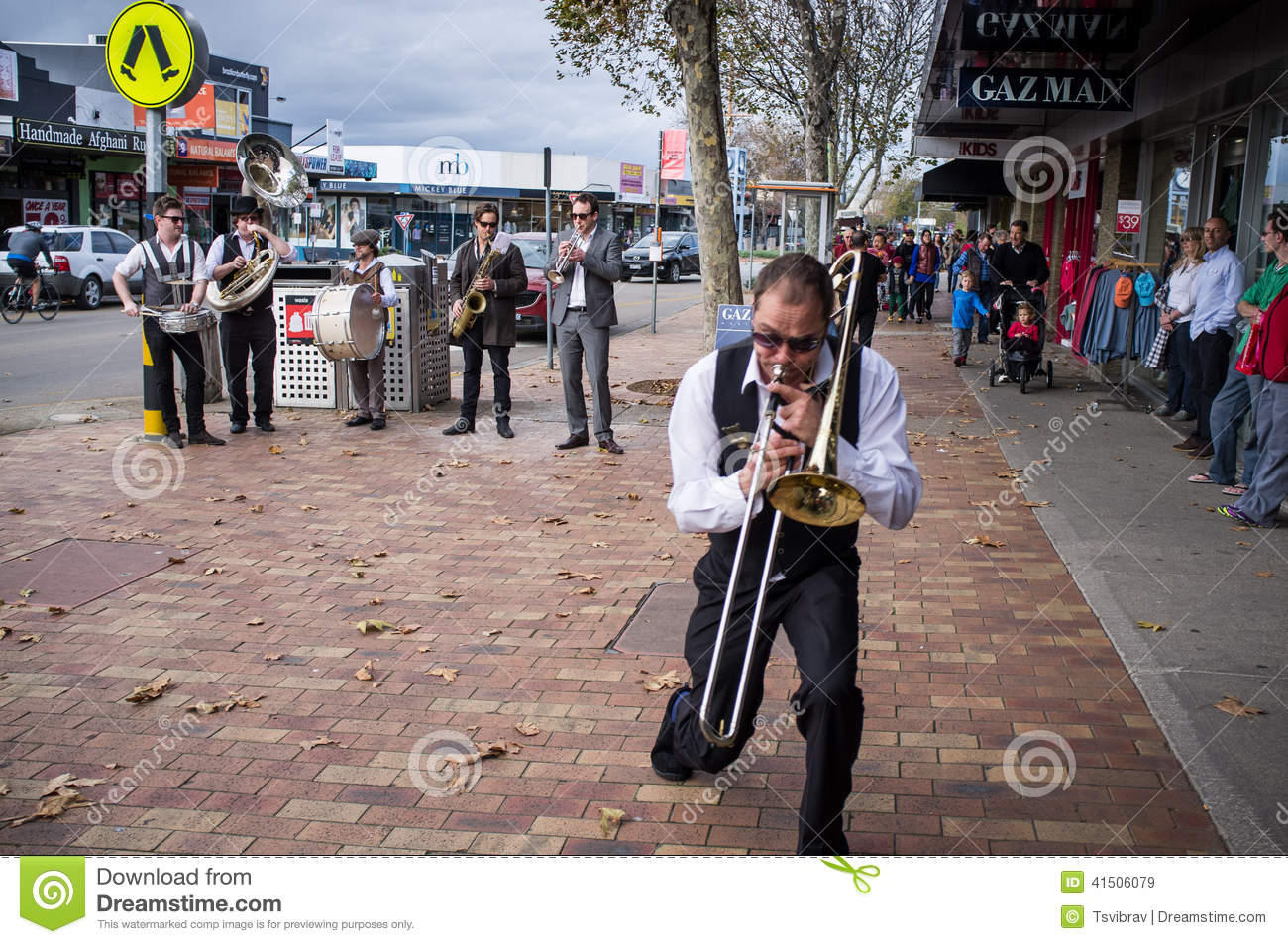 Street Jazz Band performing on Mornington streets