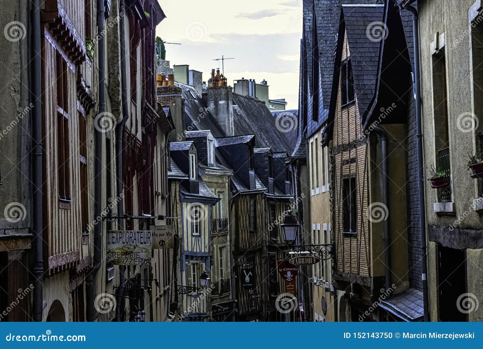 Architecte Le Mans street of le mans old town with vintage architecture in le