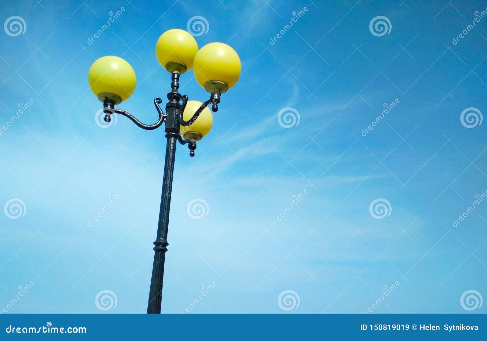 Street light, architectural decision
