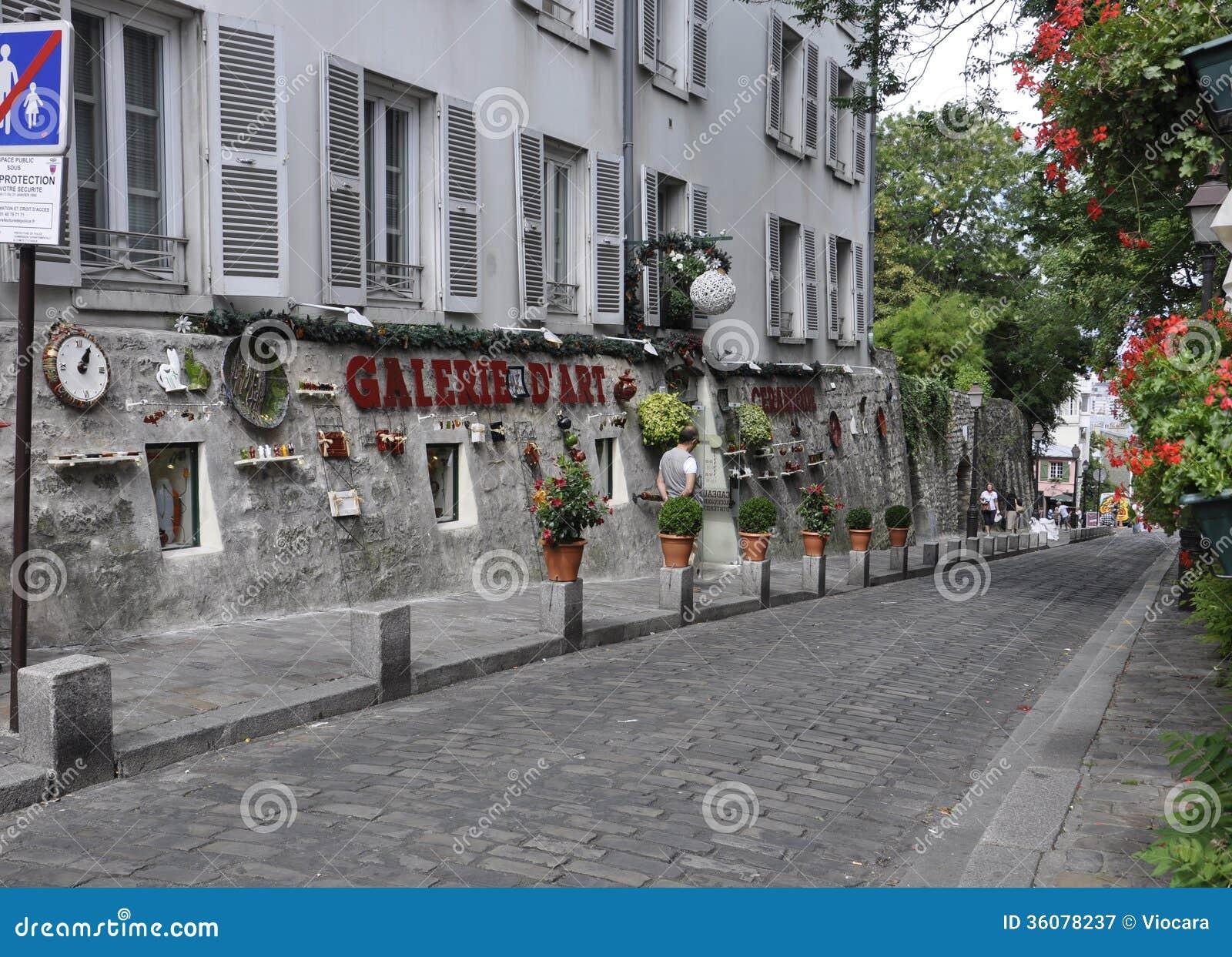Street in montmartre in paris editorial photography image 36078237 - Galerie street art paris ...