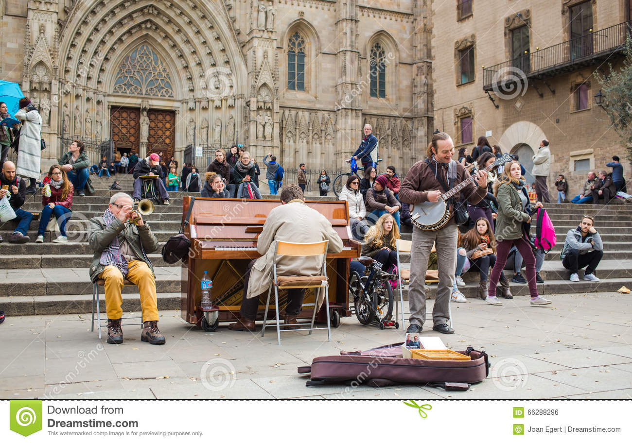 Street musicians at Barcelona cathedral