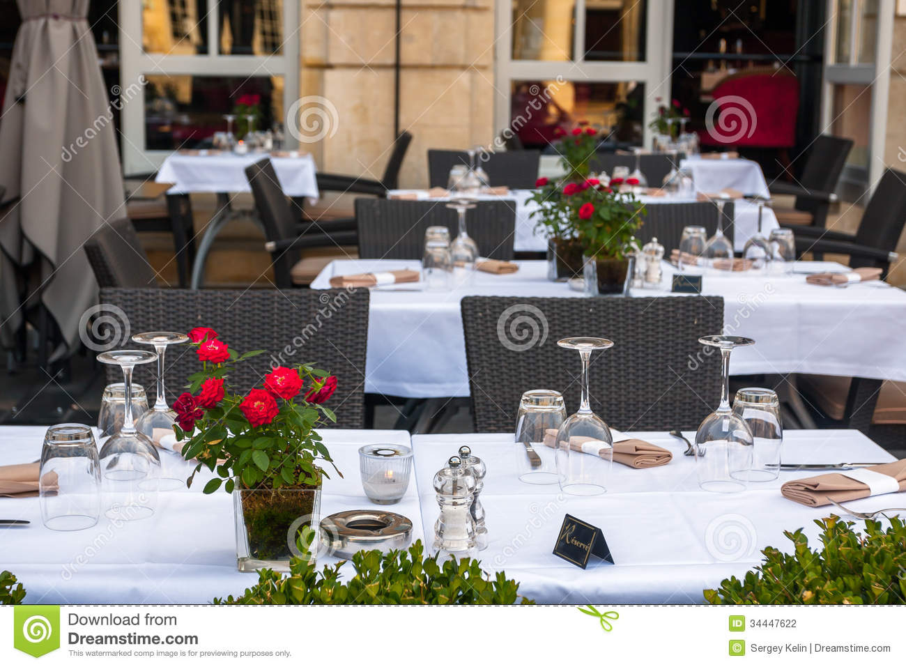 Street view of a cafe terrace with tables and chairs in bordeaux stock photography image 34447622 - Table jardin bricorama bordeaux ...