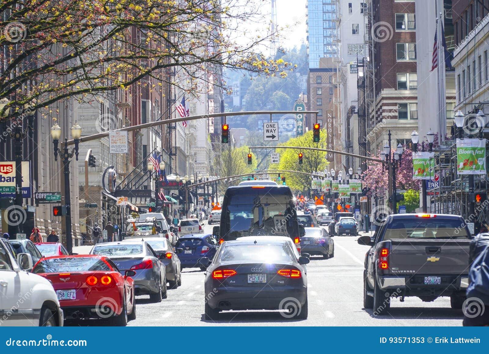 Street View In Portland - Traffic On Broadway - PORTLAND - OREGON