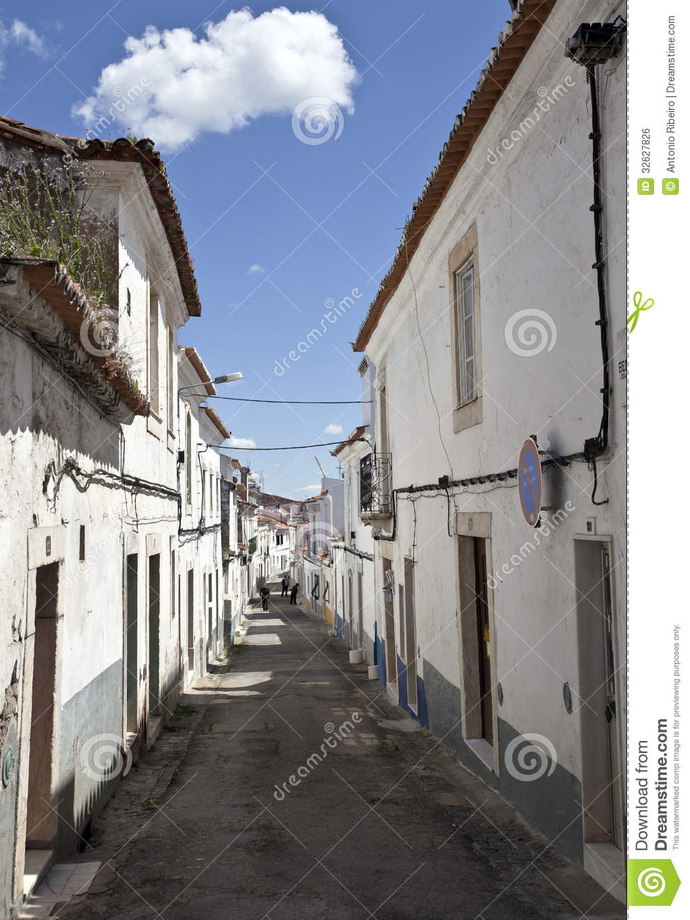 ... streets lined with red-sloped roofs and whitewashed sun-baked houses: www.dreamstime.com/royalty-free-stock-image-streets-borba-portugal...