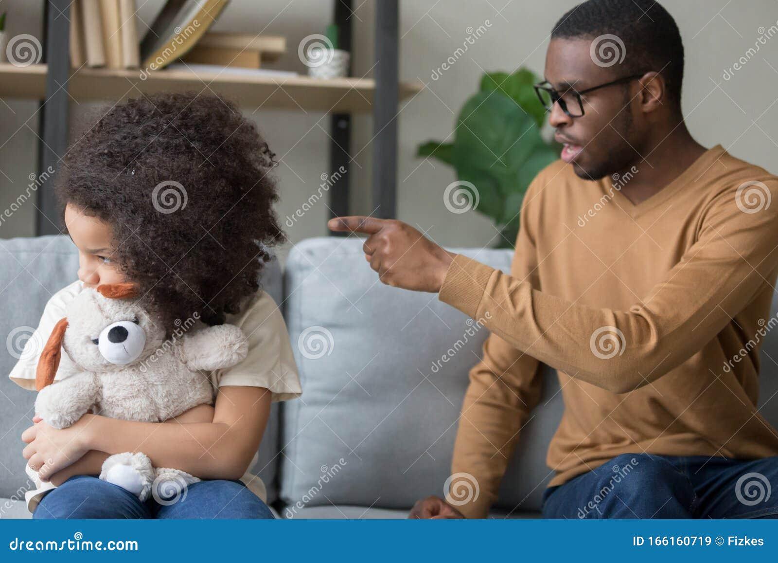 Schwarzer Papa bestrafen Tochter