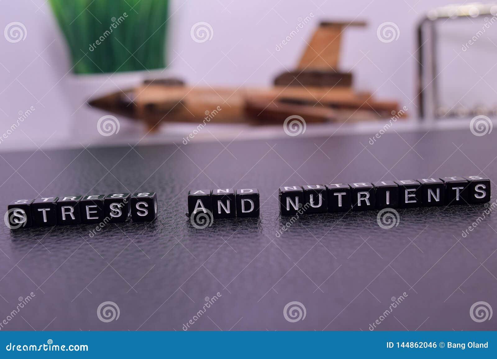 Stres i odżywki na drewnianych blokach