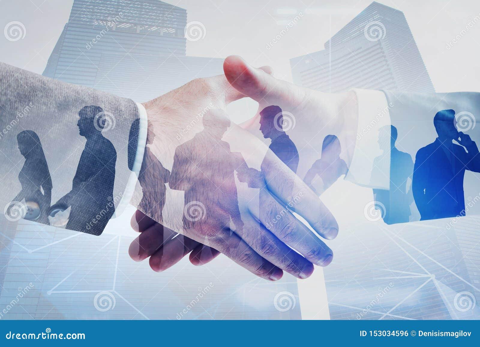 Stretta di mano e gente di affari in città, rete