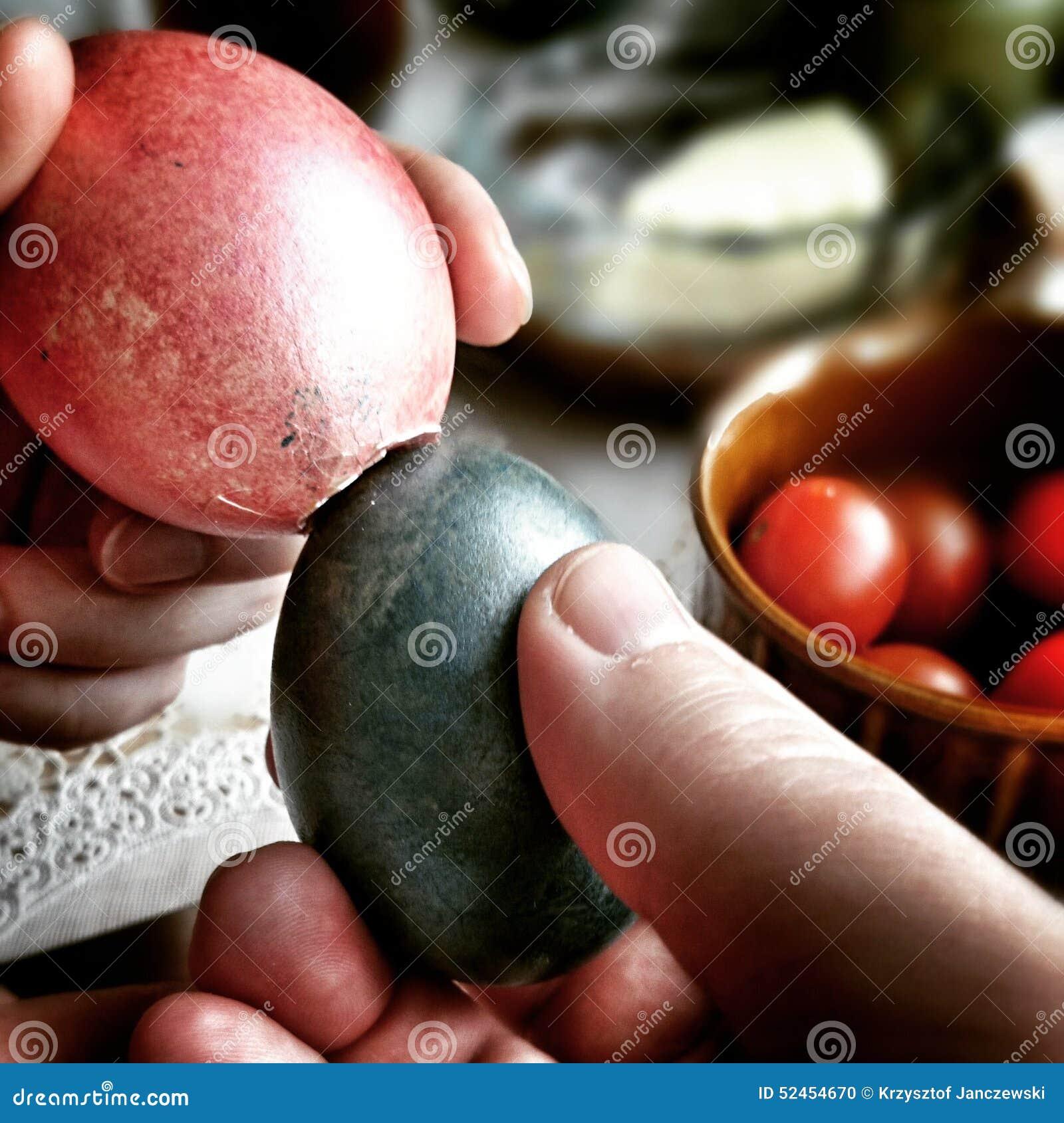 Strid av ägg Konstnärlig blick i livliga färger för tappning