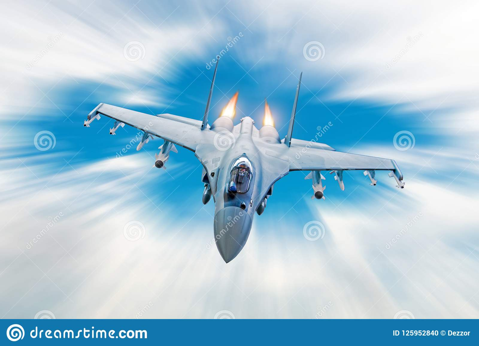 Stridjaktflygplan på en militär beskickning med vapen - raket, bombarderar, vapen på vingar, på den hög hastigheten med brandafte
