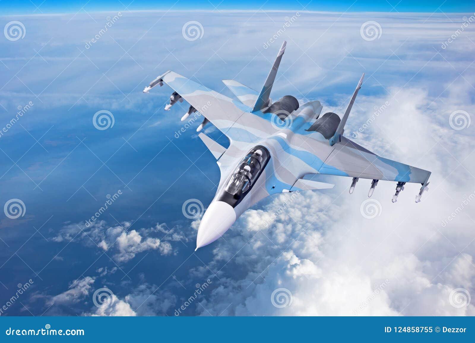 Stridjaktflygplan på en militär beskickning med vapen - raket, bombarderar, vapen på vingar flyger högt i himlen ovanför molnen