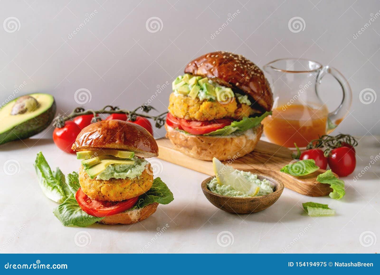 Strikt vegetarianhamburgare med moroten